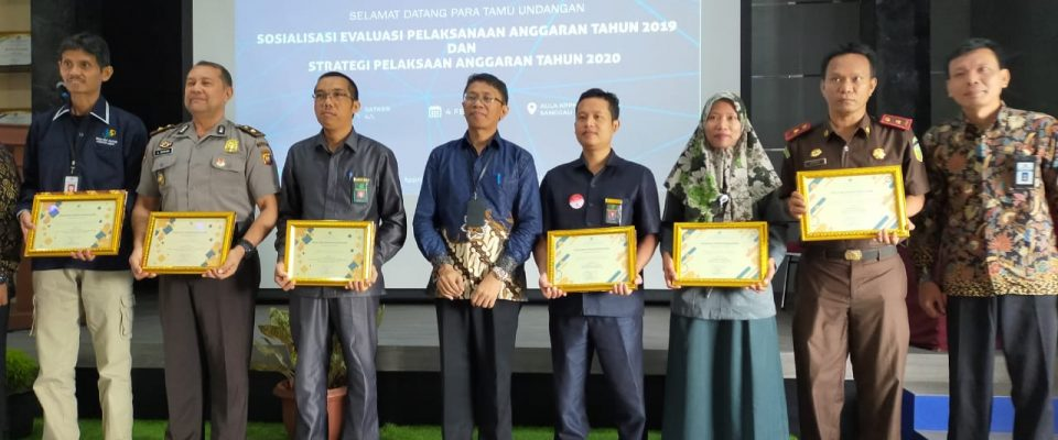 PA Sanggau Terima Penghargaan Peringkat III IKPA dan Peringkat I LPJ