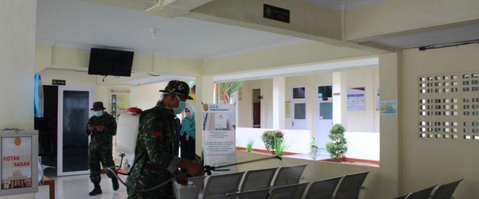 Penyemprotan disinfektan di PA Sanggau